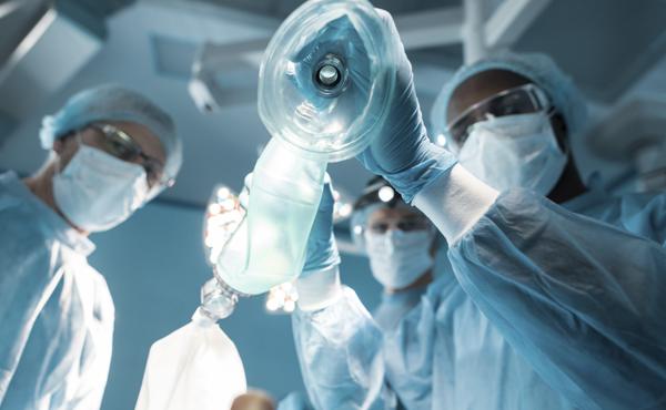 Máster en anestesia, sedación, quirófano, reanimación y terapia del dolor – ISBN: 978-84-494-5361-8